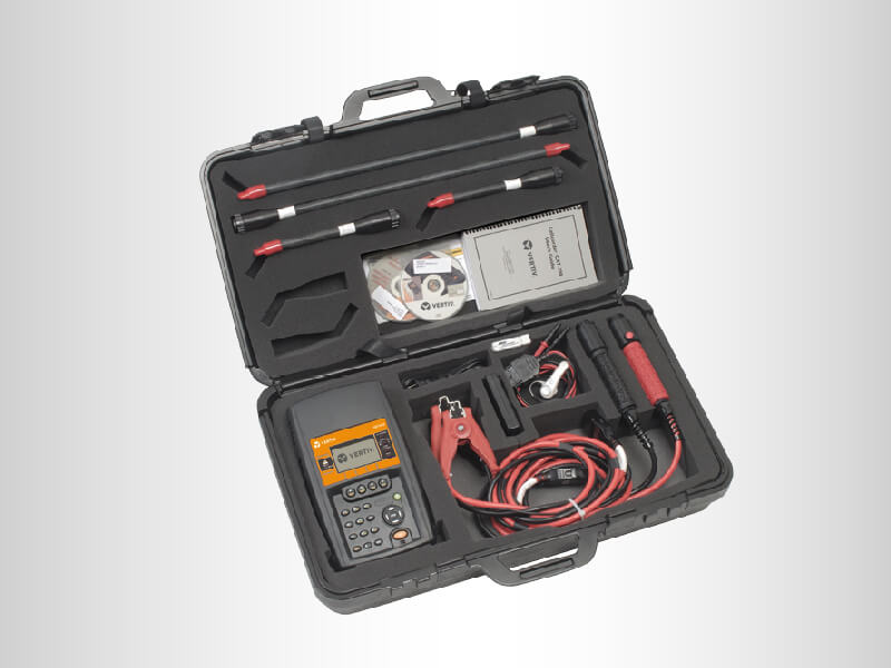 Open case with product and accessories view for the Alber Cellcorder CRT-400 battery tester
